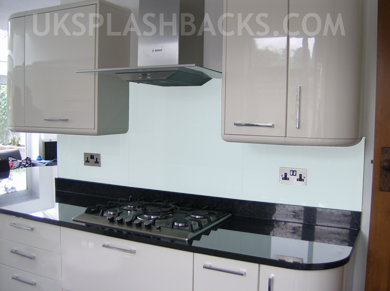 Simulation of splashback in selected colour